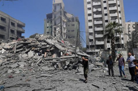 Israeli airstrikes kill and injure 42 people and bring down several buildings in Gaza City